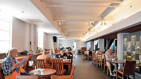 餐廳設兩層,晚上溫和風樂隊於下層表演,上層可作包場宴會。