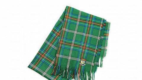 這款格子呢樣式叫 HKU Tartan,是The University of Aberdeen 贈送的禮物,顏色組合以大學校徽設計。