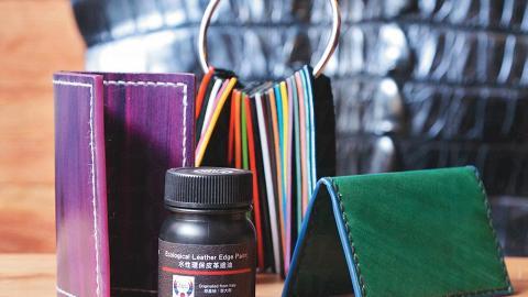 Phoenix 水鳳凰水性邊油($48-$55/50ml)及染料($102/100ml)都是熱賣的最新產品,可以創作出獨一無二的作品。