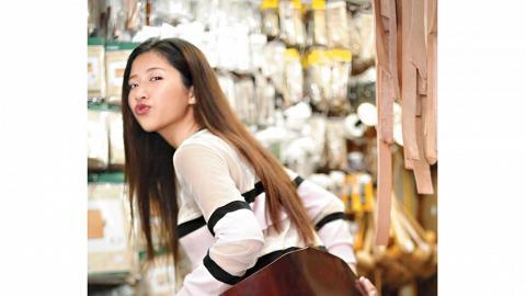 店主阿安推介的馬 patpat 皮($1,100/ 幅),油脂高又夠韌度,可造出更高級的作品。