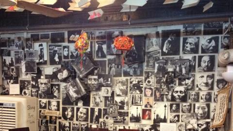 貼滿一幅幅黑白照的牆身,藝術氣息濃厚。