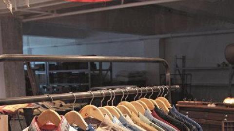 店內有售 WORKWARE 高質素的復刻衣着。