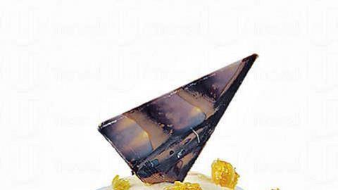 「金譽杏仁脆糖腐乳雪糕」(40克裝),香甜的杏仁焦糖配搭鹹香的腐乳,只在沙田店推出!