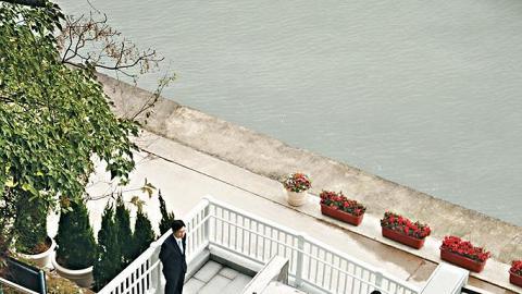 現時供公眾使用的斜行升降機,一部在愉景灣,還有另一部呢,喺寶福山。