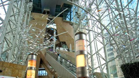 朗豪坊乃是首個興建超長扶手電梯的商場,可算是自動長梯的始祖。