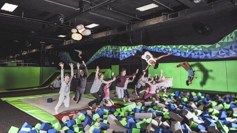 香港2大室內彈床樂園!巨型彈床+閃避球+踩鋼線