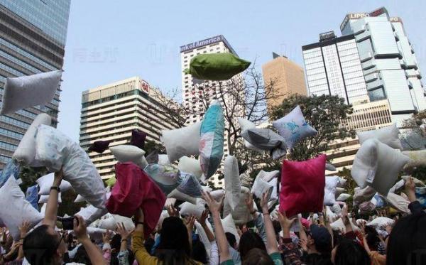 圖: fb@國際枕頭大戰