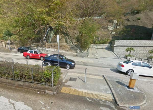 過馬路後沿石級登上嘉頓山