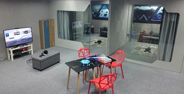 2人同行$68任玩100款VR!觀塘貓咪店長坐鎮