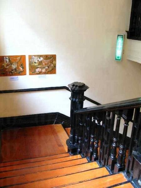 展館共有 3層,迴轉走廊上貼上不少醫生小知識供人參閱。