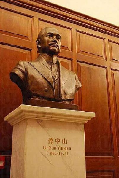 紀念館配備了不少與孫中山及辛亥革命有關書籍。