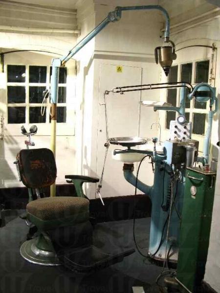別忘了到地庫一層看看昔日的醫療設備,不過有些舊用品令人想起電影《恐懼鬥室》的道具。