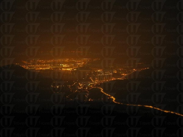 上山途中可一邊欣賞大嶼山的夜景, nice!