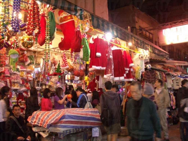 臨近聖誕節,太原街一片聖誕氣氛。