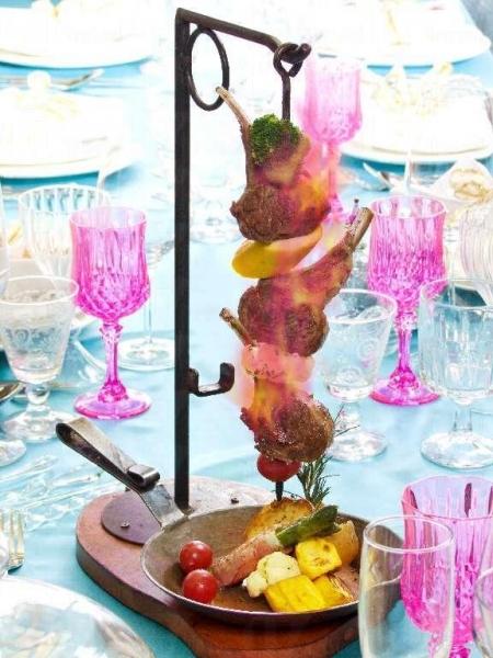 羊架串燒伴芥末子燒汁是除夕套餐中的自選主菜之一。