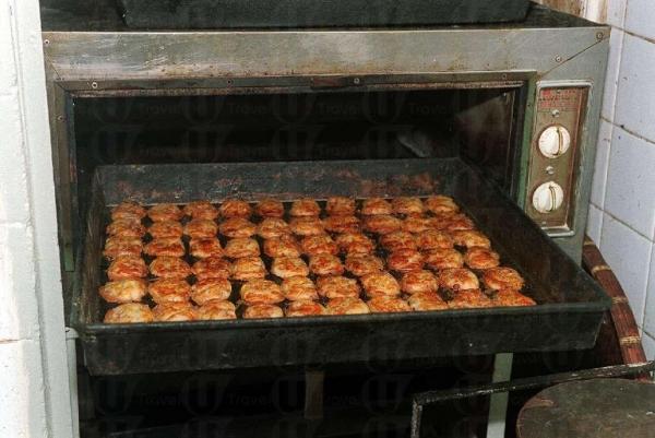 雞仔餅是鯉魚門必買手信之一。