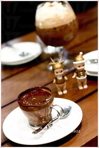 Signature Hot Chocolate。
