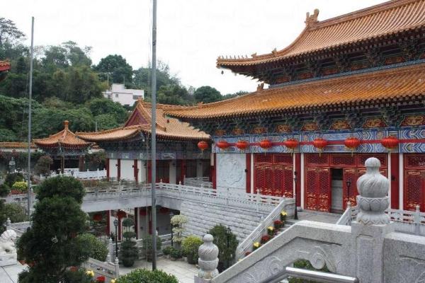 西方寺建築宏偉,是典型佛寺格局。