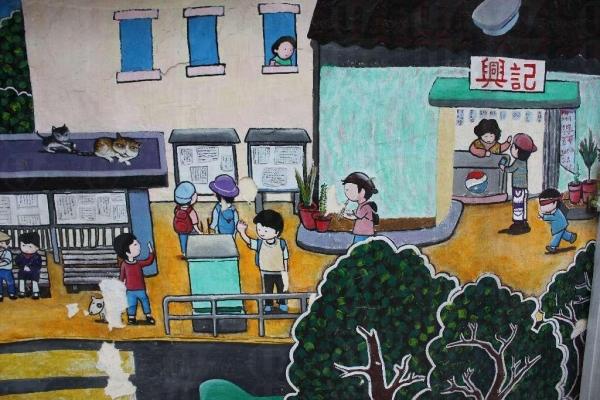 一班小朋友畫下眼中的老圍村,圖中的興記就在學校對面,可吃碗豆花休息一下。