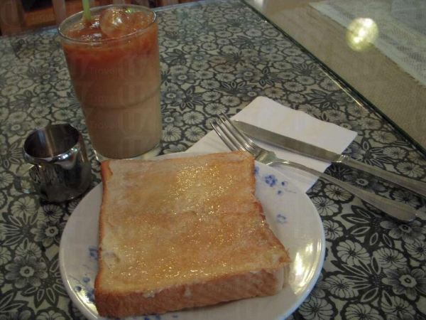 腐乳多士和凍奶茶($24),中西合璧的一道菜,味道也有趣非常。