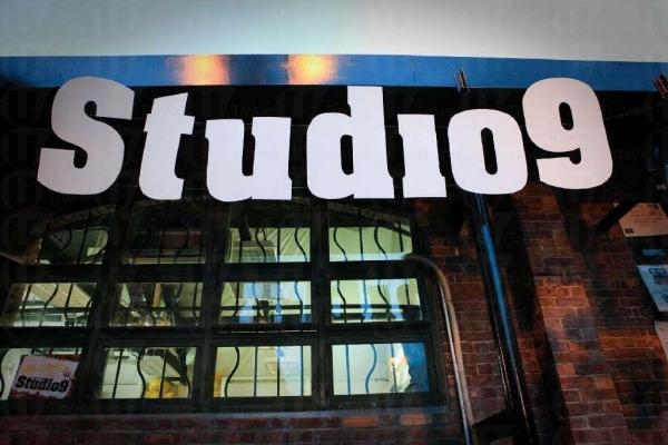 Studio9 中文名是「九號畫室」,可以讓人學油畫或玩 Art Jam。