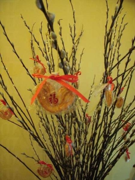 臨近過年,店內也應節地放有「銀柳蝴蝶酥」。