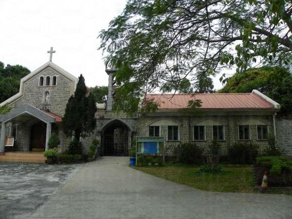 在聯和墟中,聖若瑟堂儼如一幅寧靜的風景。