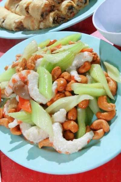 腰果大蝦也是素食館的招牌菜之一。