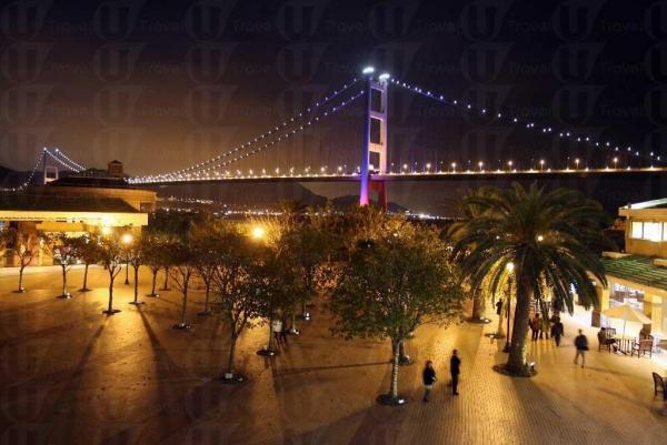 雖然台場的彩虹橋很出名,但筆者真心覺得青馬大橋更漂亮。