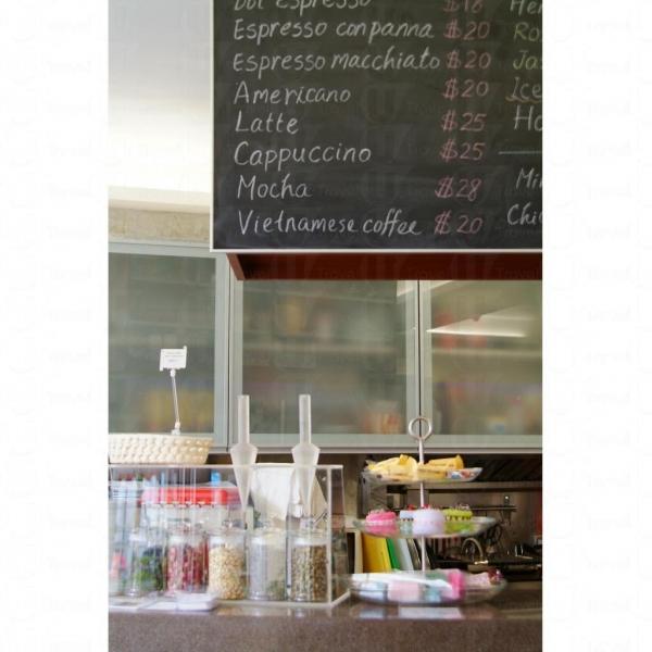 店內 cafe 亦提供各式精緻甜品。