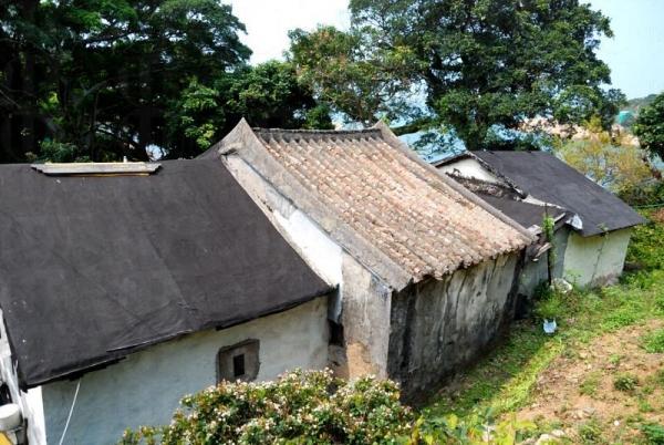上山沿途能見到這些古色古香的民居,歲月彷彿停留在數十年前。