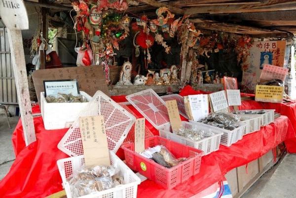 除了昆布和相思茶外,也有少量海味售賣。