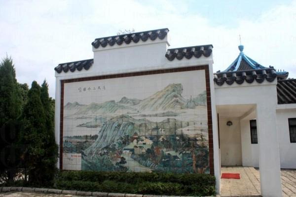 白瓷拼砌的道風山全圖,古色古香很有中國畫的味道。