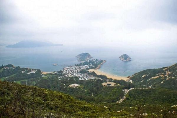 從龍脊上眺望的石澳半島景色,汪洋美景一覽無遺。