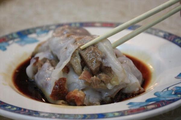 店內最受歡迎的燒鴨豬潤腸( $19 ),美味得想再 encore。
