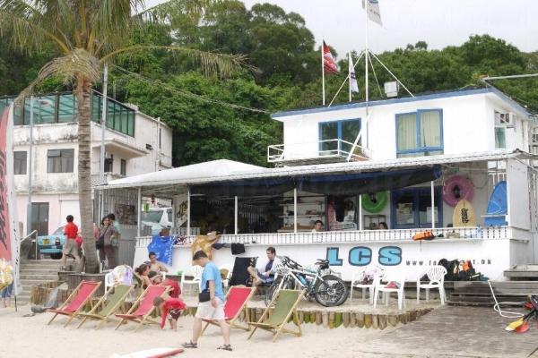 沿著下沙村沙灘的小路,就可到達浪高長岸的大本營。