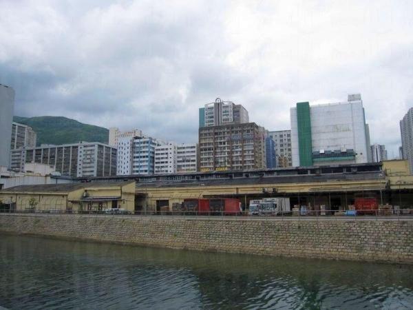 由火炭工廠區出發,單車徑可通往白石角海濱長廊。
