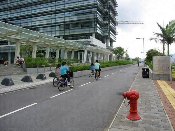 雖然是在平日,一路上也有不少踏單車的遊人。