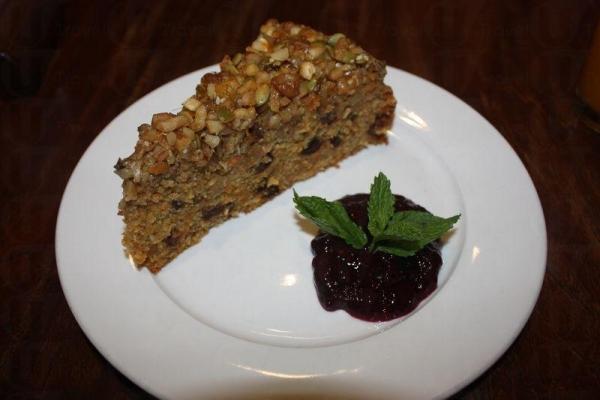 Carrot Cake(堂食 $55,外賣 $45),伴以店裡自製的藍莓醬,有特色之餘健康美味。