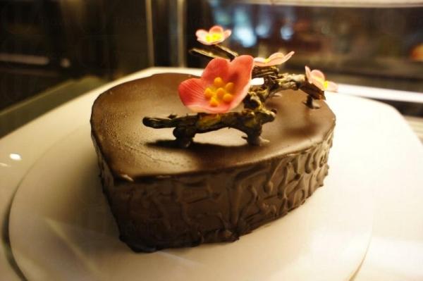 大型的蛋糕接受預訂,更可加錢在蛋糕面加上立體桃花。