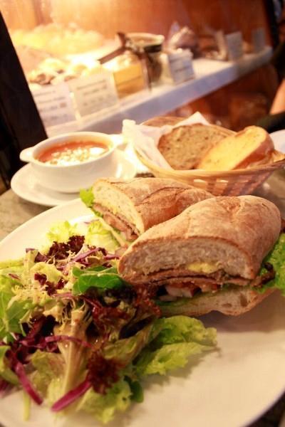 安格斯西冷三文治套餐,包三文治以及沙律一份($68),另加 $10 可有咖啡或餐湯。