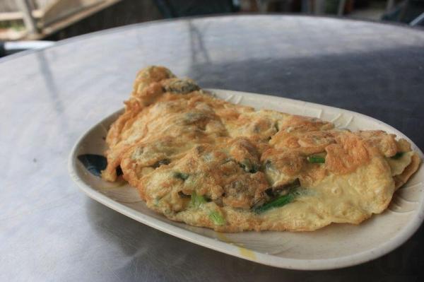 蠔餅($80)和平常吃到的不同,外型像奄列。