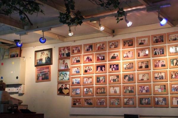 店裡掛滿明星相,甜品店的受歡迎程度,可見一斑。