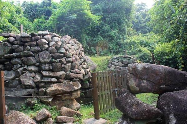現在海下村只剩下兩個保存完好的石灰窰。