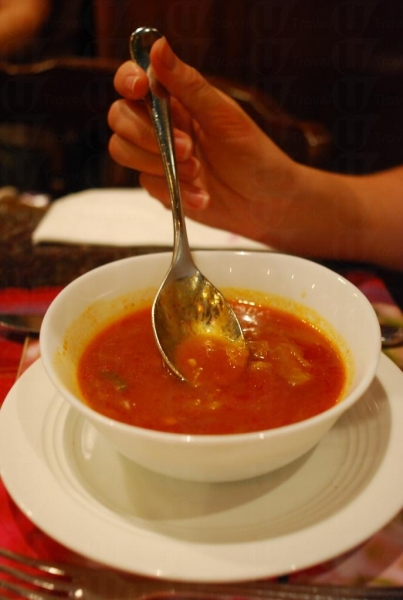 羅宋湯是餐廳招牌,以十足材料熬出濃濃熱湯。
