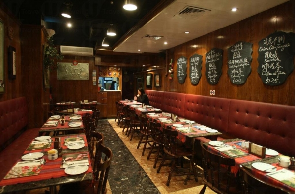 莎厘娜餐廳堅持貴精不貴多,店內只有廿多個座位,多年來一直沒開分店。