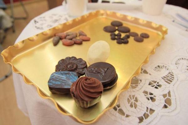 試食班上我們由可可豆、朱古力原粒和朱古力糖果都一一試到,大飽口福。