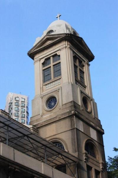 以前教堂附近沒有太多高樓,鐘樓便是非常易認的地標,惜現在已被石屎森林所淹沒。
