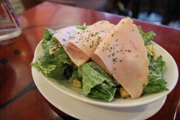火雞凱撒沙律(套餐 $46),清新味美。