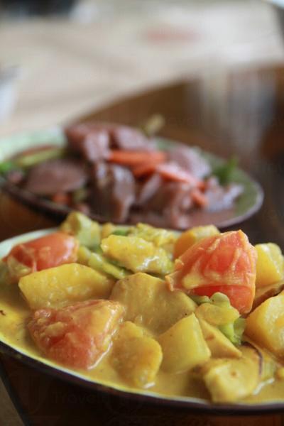 咖喱素菜雖然缺少了肉類,不過亦無損整個菜式的賣相與口感。
